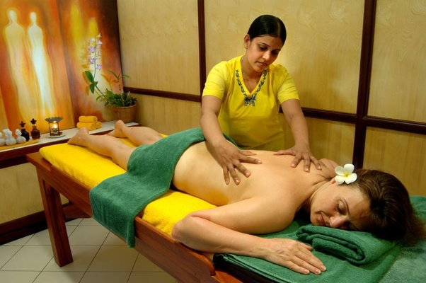 un tip se face un masaj penis