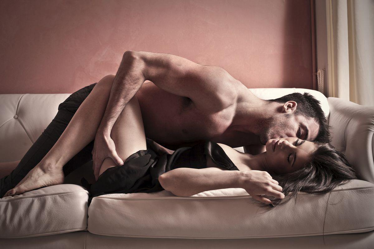 6 trucuri sexuale ca să fii satisfăcută chiar dacă iubitul tău are penisul mic